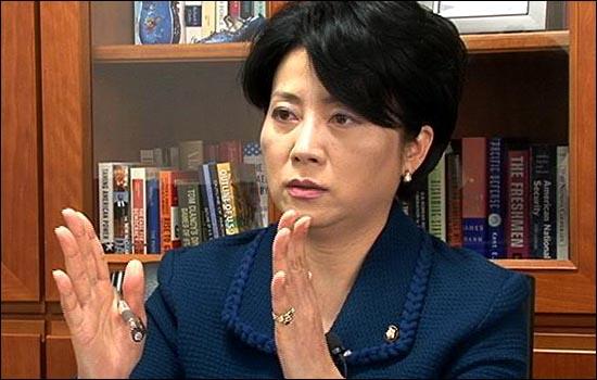 """한나라당 정옥임 의원은 2일 <데일리안>과의 인터뷰에서 이명박 정부의 대북정책을 둘러싼 논란에 대해 """"제대로 된 포용정책으로 만들어 나가기 위한 하나의 성장통""""이라고 밝혔다."""