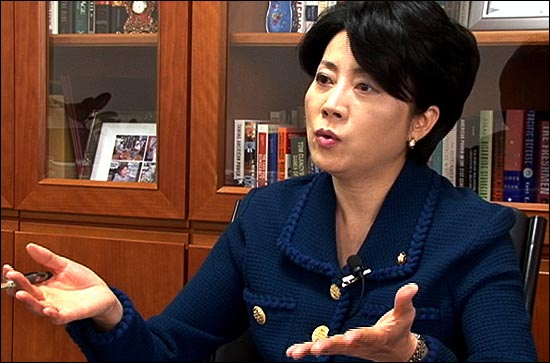 """정 의원은 북한이 이명박 대통령의 대화제의에 대해 ´진정성´을 문제삼고 있는 것과 관련, """"앞뒤가 맞지 않는 주장""""이라고 비판했다."""