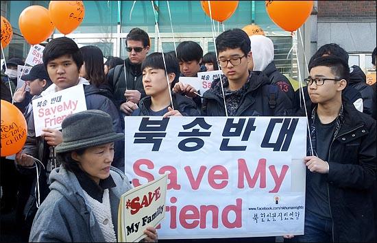 23일 오후 서울 효자동 주한 중국대사관 앞에서 박선영 자유선진당 의원과 북한인권시민연합 회원 등이 중국 공안 당국에 체포된 탈북자들의 강제 북송에 반대하는 집회를 진행하고 있다. ⓒ데일리안 조성완 기자