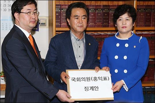12일 오후 국회에서 새누리당 김태흠, 강은희 원내대변인이