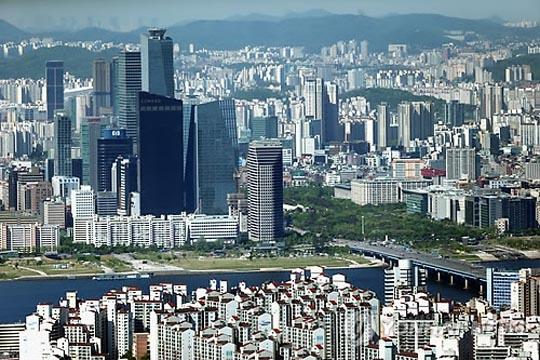 하반기 서울 부동산 시장은 재건축, 재개발 물량이 대거 공급되면서 브랜드 아파트들의 치열한 분양열전이 펼쳐질 전망이다.ⓒ연합뉴스