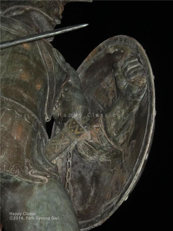 2014년 2월 첫 번째 방문한 야밤에 찾은 스파르타 중심 시가지에 있는 레오니다스 왕의 동상 ⓒ박경귀