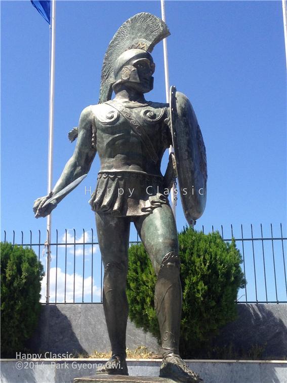 2014년 8월 두 번째 한낮에 스파르타를 방문했을 때 본 레오니다스 왕 동상 ⓒ박경귀