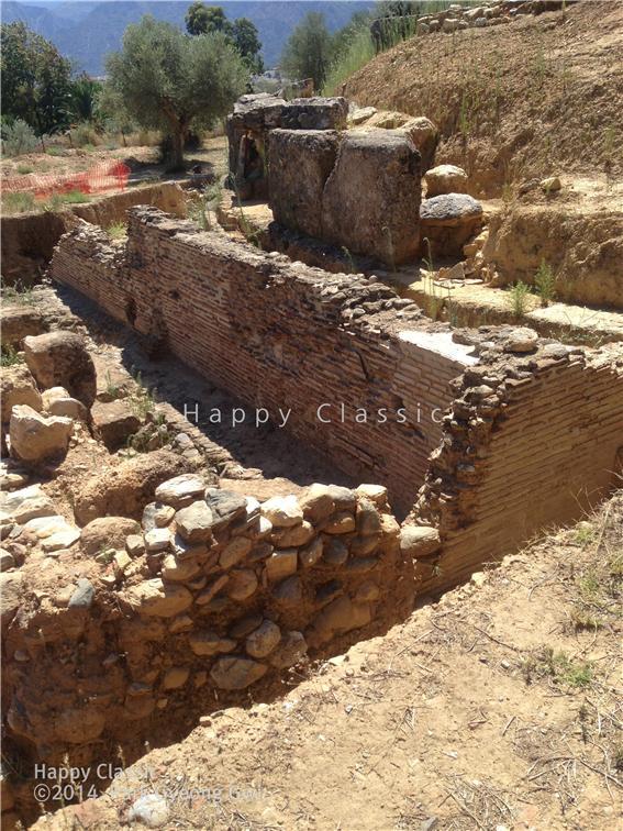 스파르타 아크로폴리스 주변의 건물터, 건축 양식으로 보아 비잔틴 시대의 것으로 보인다. ⓒ박경귀