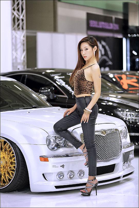 완벽한 몸매의 소유자인 태희는 국내 가장 대표적인 레이싱 모델이다. 사진은 지난 해 서울오토살롱 때 모습. ⓒ배움이 포토그래퍼
