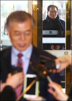 박지원 새정치민주연합 의원이 지난 2월 13일 오후 서울 마포구 한 호텔에서 문재인 당대표와의 2.8전당대회 이후 첫 회동에 앞서 문 대표의 질의응답을 기다리고 있다. ⓒ데일리안 홍효식 기자