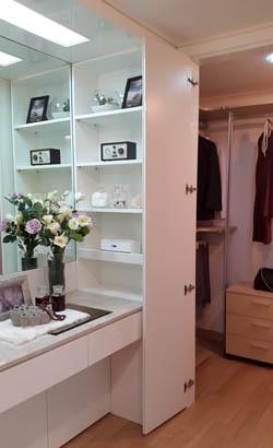 전용84A㎡ 안방 한쪽에 마련된 화장대와 드레스룸.ⓒ데일리안 박민 기자