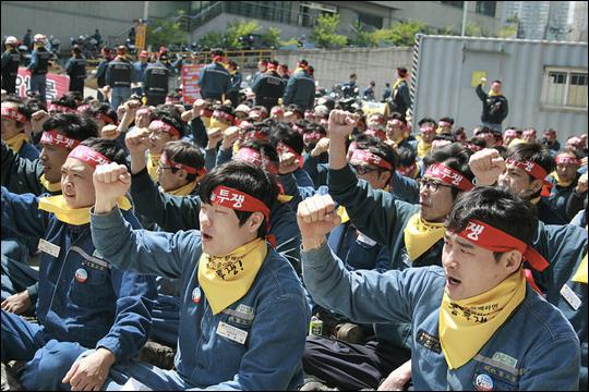현대중공업 노동조합원들이 17일 현대중공업 울산 플랜트에서 열린 위원장순회집회에 참석해