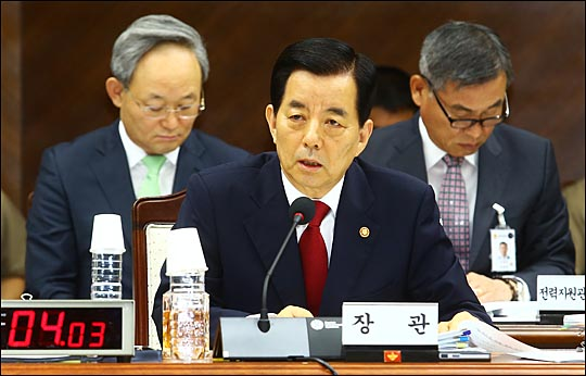 2015년 국정감사가 시작된 10일 서울 용산구 국방부에서 열린 국회 국방위원회 국방부 등에 대한 국정감사에서 한민구 국방부 장관이 의원들의 질의에 답변하고 있다. ⓒ데일리안 홍효식 기자