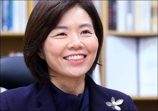 민현주 새누리당 의원이 지난 25일 데일리안과의 인터뷰에서 특유의 시원한 웃음을 지어보이고 있다. ⓒ데일리안 홍효식 기자