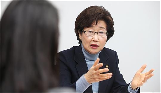 4·13 총선에서 서울 마포을에 출사표를 낸 황인자 새누리당 의원이 15일 국회 의원회관 집무실에서 비전을 설명하고 있다. ⓒ데일리안 홍효식 기자