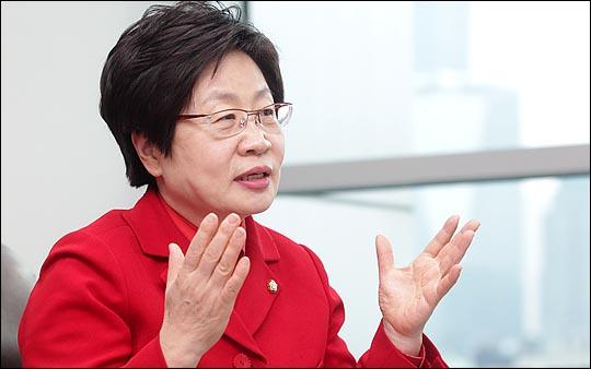 4·13 총선에서 청주 흥덕을에 출마한 정윤숙 새누리당 의원이 18일 국회 의원회관 집무실에서 진행된