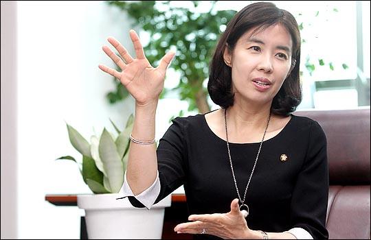 박경미 더민주 의원은 최근 거시적인 수준에서 판단하는 능력을 기르기 위해 거대 담론을 다룬 책을 많이 읽고 있다고 했다.ⓒ데일리안 박항구 기자