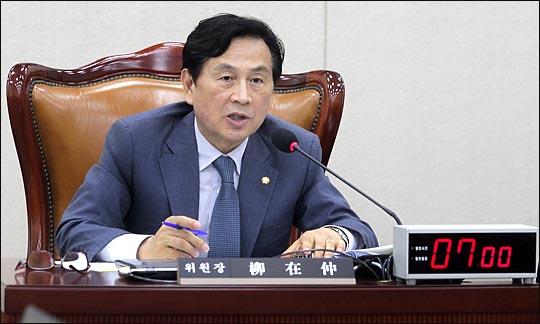 유재중 국회 안전행정위원회 위원장이 28일 열린 국회 안행위 전체회의에서 회의를 주재하고 있다.  ⓒ데일리안 박항구 기자