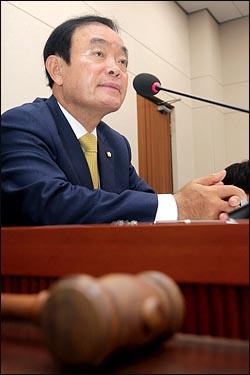 장병완 국회 산업통상자원위원회 위원장이 23일 열린 국회 산자위 전체회의에서 회의를 주재하고 있다. ⓒ데일리안 박항구 기자
