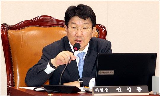 권성동 국회 법제사법위원회 위원장이 6월 27일 열린 국회 법사위 전체회의에서 회의를 주재하고 있다.  ⓒ데일리안 박항구 기자