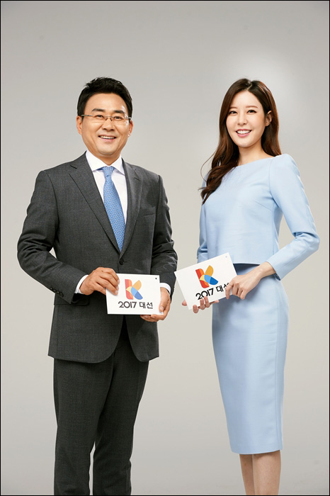 박영환 기자(왼쪽)와 이현주 아나운서가 KBS 개표방송의 메인 MC를 맡았다. ⓒ KBS