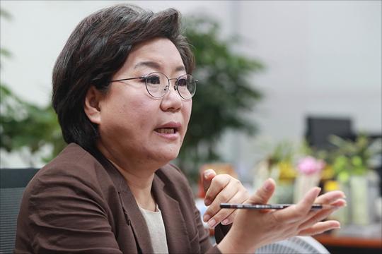 이혜훈 바른정당 대표가 10일 오후 국회 의원회관에서 데일리안과 인터뷰를 갖고 있다. ⓒ데일리안 홍금표 기자