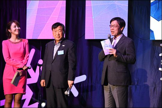 권오준 포스코 회장이 10월 28일 서울 대치동 포스코센터 로비에서 올림픽 개막 D-100일을 앞두고 열린