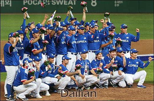 한국 야구는 2014년 인천아시안게임 금메달로 주요 선수들이 대거 병역혜택을 받았다. ⓒ 데일리안DB