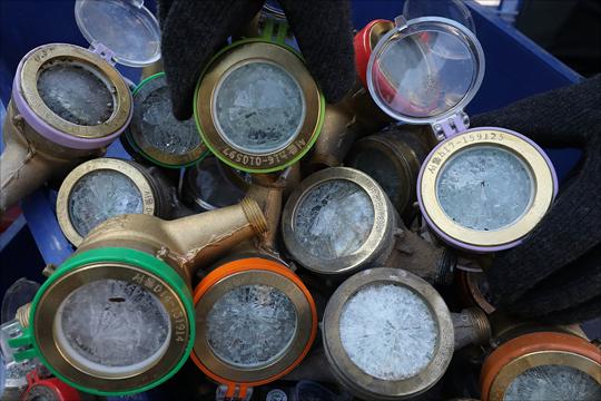 전국에 몰아친 한파로 대부분의 지역에 한파경보와 한파주의보가 발효된 11일 서울 중부수도사업소 효자가압장에 동파된 수도계량기가 분류되어 있다. ⓒ데일리안 홍금표 기자