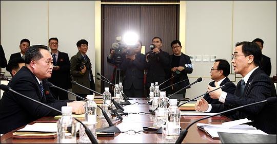 평창 동계올림픽이 한 달여 앞으로 다가온 가운데, 북한의 예술단 파견을 위한 남북 실무회담이 15일 북측 통일각에 서 개최된다.(자료사진) ⓒ사진공동취재단