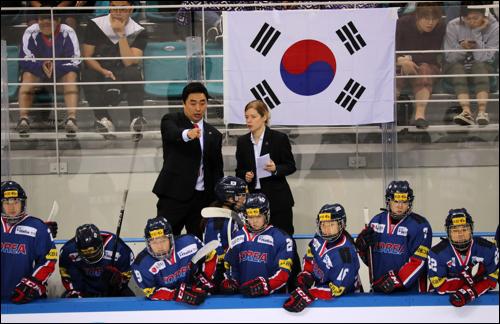 여자 아이스하키 단일팀을 반대하는 목소리가 높아지고 있다. ⓒ 연합뉴스