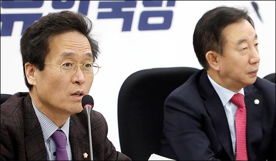 오른쪽부터 자유한국당 김성태 원내대표와 함진규 정책위의장. (자료사진) ⓒ데일리안 박항구 기자
