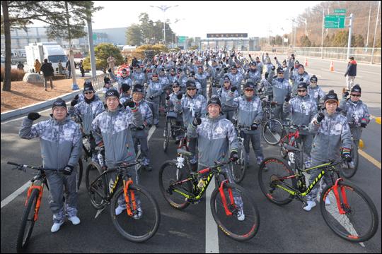 750여명의 주자, 부주자, 자전거 서포터즈들이 한반도 평화를 염원하는 평화 자전거 봉송에 참여한다. ⓒ 평창올림픽 조직위원회