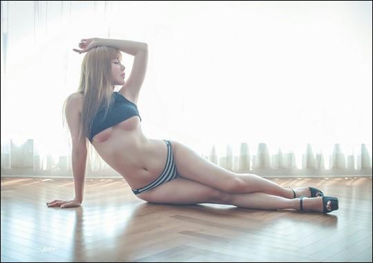 모델 고은이 가려지지 않는 섹시미를 과시했다. ⓒ 고은 SNS