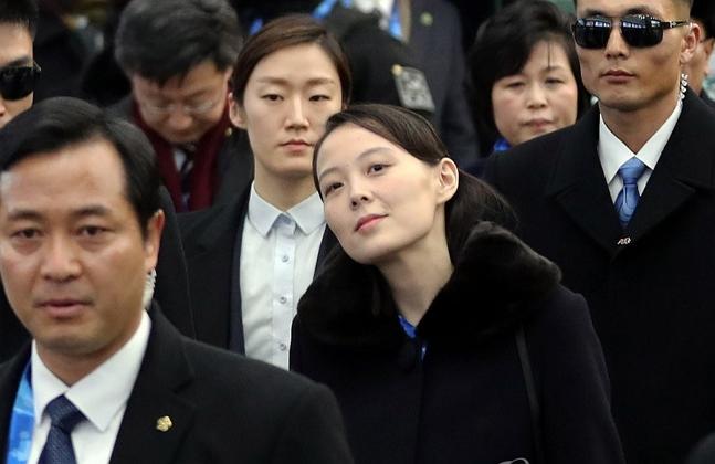 북한 김정은 위원장의 동생인 김여정 노동당 중앙위 제1부부장이 9일 오후 2018 평창동계올림픽 개막식 참석을 위해 강원도 평창 KTX 진부역에서 내려 이동하고 있다. ⓒ연합뉴스