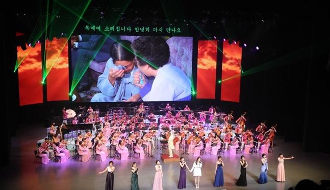 현송월 단장을 비롯한 예술단 137명은 강릉과 서울에서 총 2차례의 공연을 마치고 방한 6일 만에 북한으로 돌아갔다.(자료사진) ⓒ연합뉴스