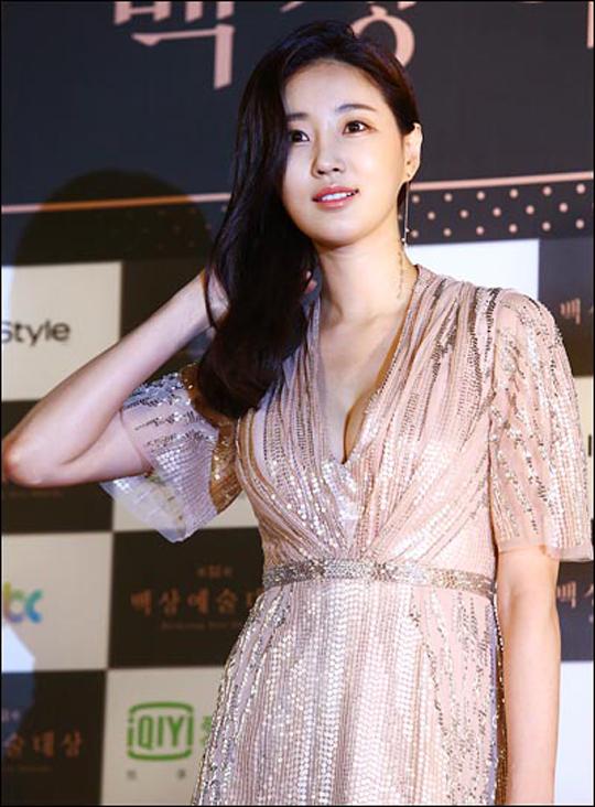 배우 김사랑이 tvN 새 드라마