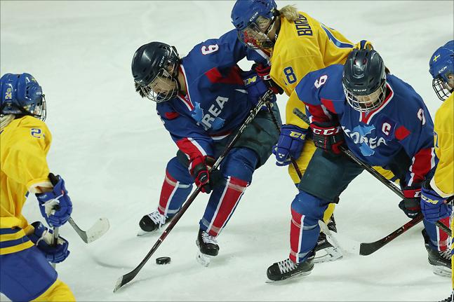 스웨덴에 0-8로 크게 패한 남북단일팀. ⓒ 데일리안 홍금표 기자