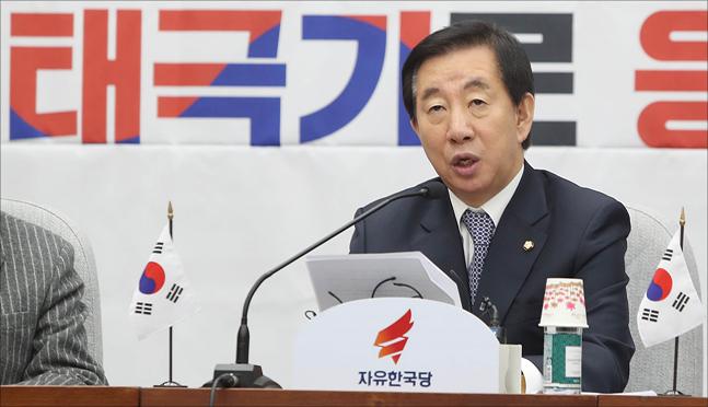 김성태 자유한국당 원내대표가 13일 오전 국회에서 열린 자유한국당 원내대책회의에서 모두발언을 하고 있다. ⓒ데일리안 홍금표 기자
