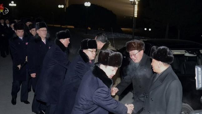 북한은 남북 고위급회담 북측 단장 명의 통지문에서 김영철 부위원장을 단장으로 리선권 조국평화통일위원회 위원장과 수행원 6명을 고위급 대표단으로 구성해 2월 25일부터 2박 3일간 평창올림픽 폐막식에 파견한다고 알려왔다.(자료사진) ⓒ연합뉴스