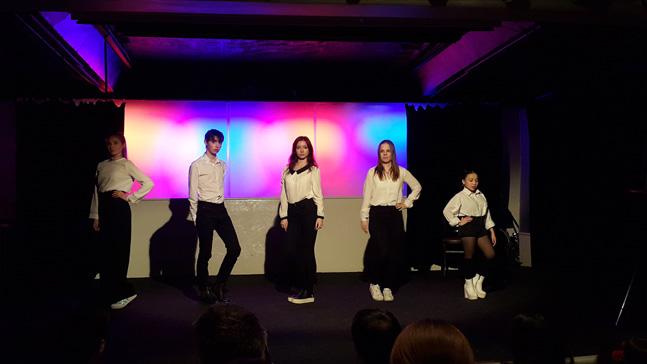 스웨덴 청소년으로 구성된 Kpop 댄스 그룹의 공연. (사진 = 이석원)