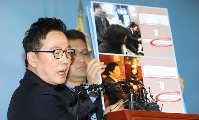 정봉주 전 민주통합당 의원이 지난 12일 오전 국회 정론관에서 성추행 논란에 대한 해명 기자회견을 하고 있다. ⓒ데일리안 박항구 기자
