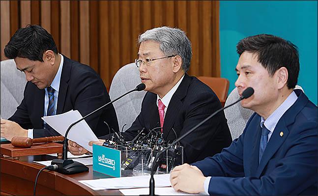 바른미래당 김동철 원내대표가 지난달 22일 오전 국회에서 열린 바른미래당 의원총회에서 발언을 하고 있다.(자료사진)ⓒ데일리안 류영주 기자