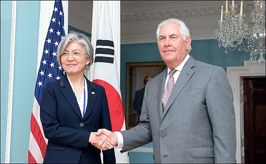 강경화 외교부장관과 렉스 틸러슨 미국 국무장관 ⓒ외교부