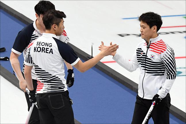 남자컬링 대표팀이 2018 세계남자컬링선수권대회에서 3연승을 질주했다.(자료사진) ⓒ 2018평창사진공동취재단