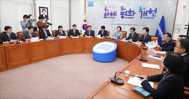 민주당 지도부의 회의 모습 ⓒ데일리안 홍금표 기자