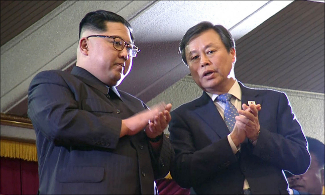 김정은 노동당 위원장이 지난 1일 오후 평양 동평양대극장에서