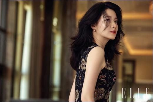 배우 이영애가 패션 화보를 통개 근황을 공개했다.ⓒ 엘르