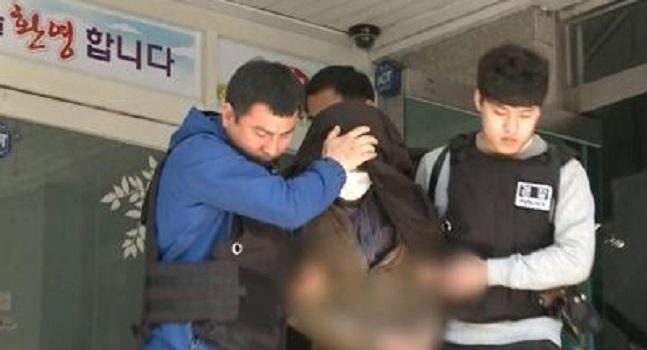 마포 요양원 흉기 난동 노숙인 2시간50분만에 체포…모두 무사60대 노숙인이 16일 서울 마포의 요양원에 흉기를 들고서 침입해 난동을 부리다 경찰에 붙잡혔다. ⓒ연합뉴스