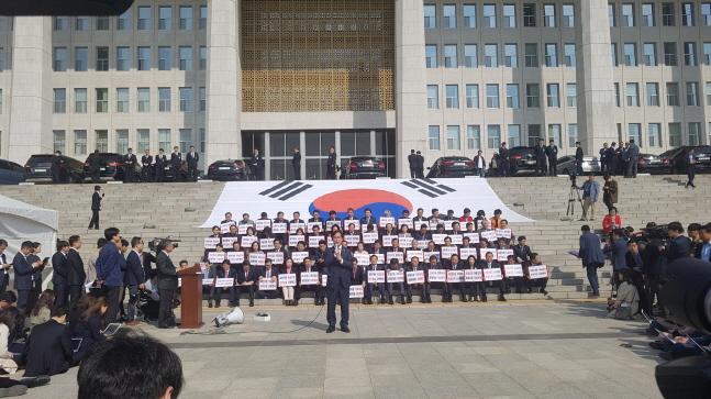 자유한국당은 17일 무기한 철야 천막농성을 시작했다. ⓒ데일리안