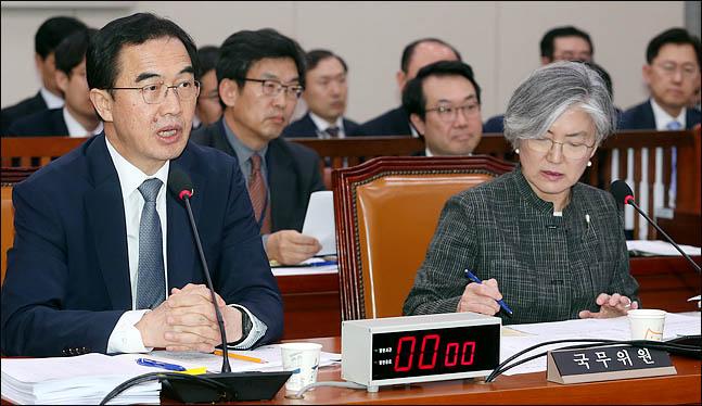 조명균 통일부 장관이 17일 오후 열린 국회 외교통일위원회 전체회의에서 의원들의 질의에 답변하고 있다. ⓒ데일리안 박항구 기자