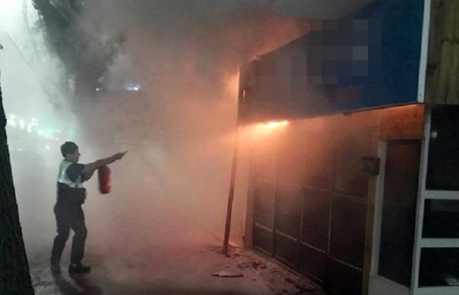 서울 신당동의 다세대주택 옥탑방에서 불이 나 2000만원 상당(소방서 추산)의 재산피해를 낸 뒤 20여분 만에 진화됐다.(자료사진) ⓒ연합뉴스