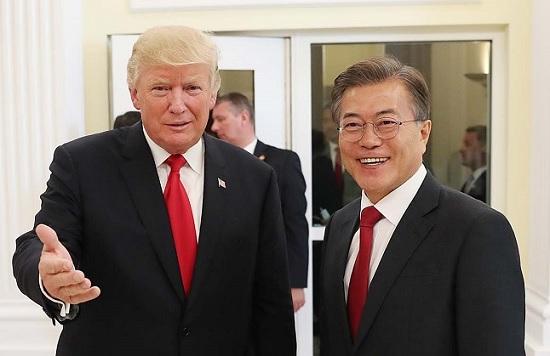 문재인 대통령은 22일 도널드 트럼프 미국 대통령과 정상회담에서 최근 태도 변화를 보이고 있는 북한에 대한 대응책을 집중 논의할 전망이다.(자료사진) ⓒ청와대