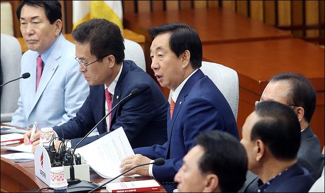김성태 자유한국당 원내대표가 25일 오전 국회에서 열린 원내대책회의에서 이야기 하고 있다. ⓒ데일리안 박항구 기자